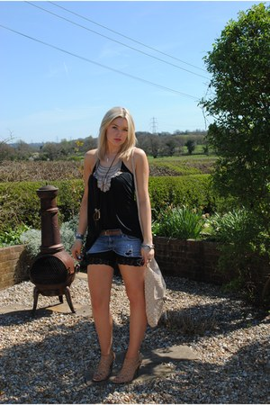 tan crochet thrifted bag - blue Topshop shorts - black cycling Topshop shorts -