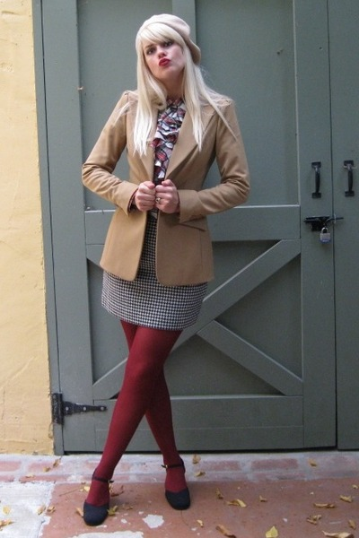 tan beret Ellen Tracy hat - tan blazer thrifted jacket - maroon tights