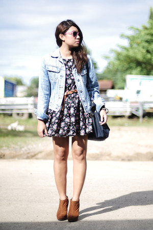 denim jacket - camel shoes - floral print dress