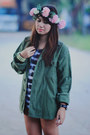 Brown-boots-military-jacket-tie-dye-shirt-accessories