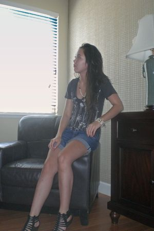 gray Urban Outfitters t-shirt - blue Gap shorts - black Steve Madden shoes - bei