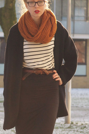 white striped H&amp;M shirt - burnt orange H&amp;M scarf
