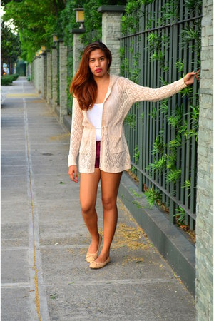 maroon Zara shorts - white cotton Madonna top - nude knitted Freeway cardigan