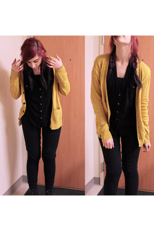 mustard American Eagle cardigan - black doc martens boots - black Sirens top