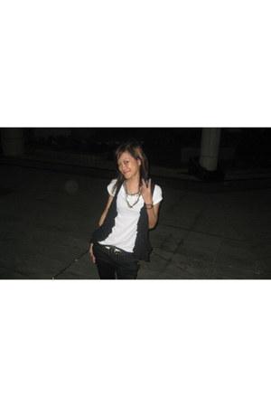 black H&M vest - black H&M pants - white Forever 21 t-shirt
