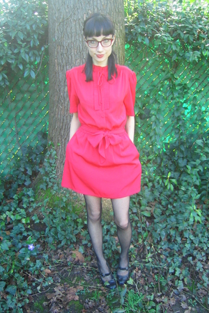 red vintage dress - black Kenneth Cole shoes