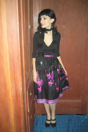 pink Retro skirt - black Retro shirt - black Reaction shoes - black xmas present
