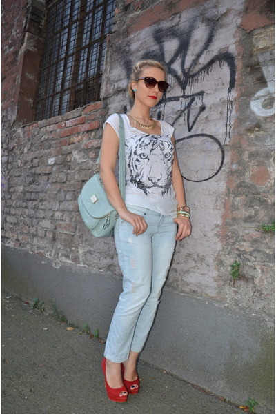 red shoes Buffalo heels - new look jeans - Sheinside bag - River Island t-shirt