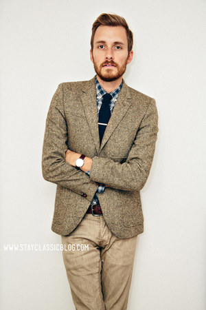 light brown herringbone H&M blazer