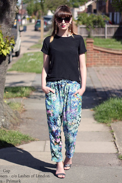 turquoise blue aconite Lashes of London pants - black silk top Gap top