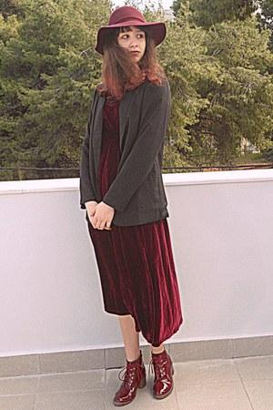 crimson velvet romwe dress - crimson boots - crimson H&M hat