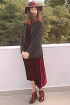 crimson velvet romwe dress - crimson boots - crimson H&M hat