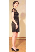black dress - silver swarovski necklace - black heels - silver vintage earrings