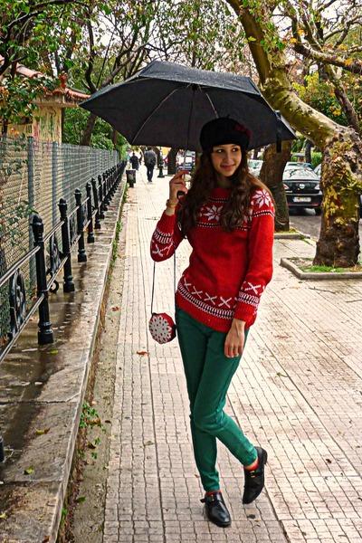 black vintage shoes - ruby red snowflake sweater - ruby red snowflake DIY bag