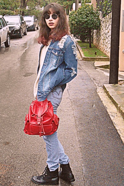 red backpack bag - black boots - periwinkle Levis jeans