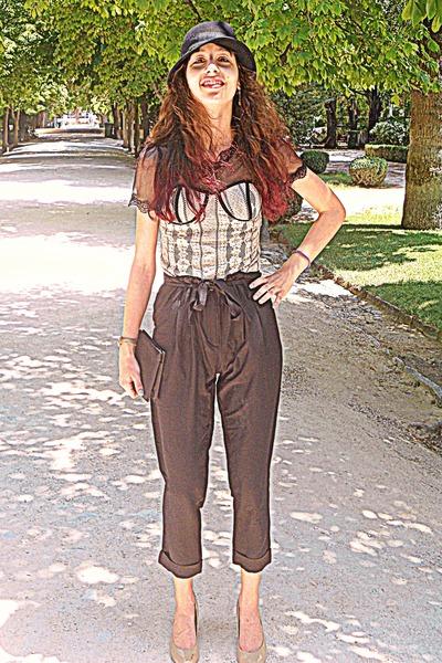 eggshell corset OASAP top - black hat - black purse - neutral Steve Madden heels