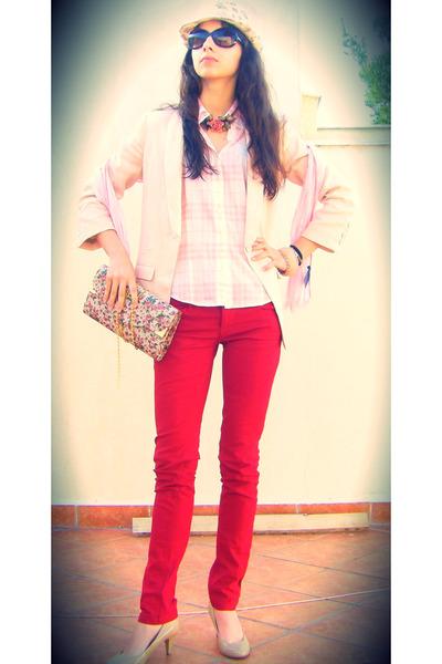 beige Accessorize bag - red Stradivarius jeans - neutral H&M blazer