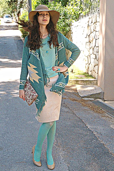 aquamarine polka dot romwe blouse - camel H&amp;M hat - aquamarine tights
