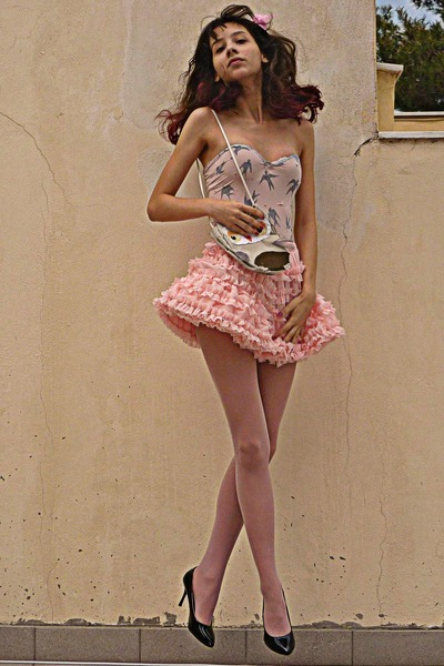 light pink petticoat Chicwish skirt - light pink fascinator hat