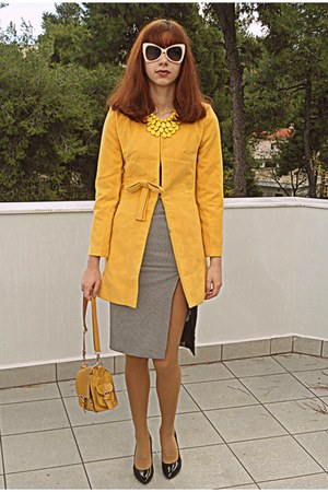 mustard romwe coat - mustard bag - white romwe sunglasses - black heels