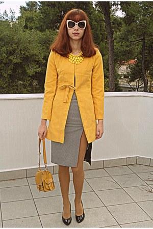 mustard romwe coat - mustard bag - white romwe sunglasses - black heels