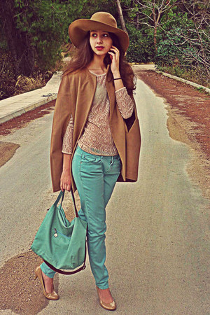 camel romwe cape - camel H&amp;M hat - aquamarine bag - nude lace Zara top