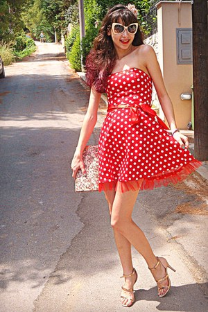 red polka dot AX Paris dress - neutral floral bag - ivory romwe sunglasses