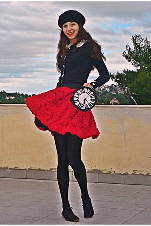 red 3d rose Chicwish skirt - black oxford shoes - black beret H&M hat