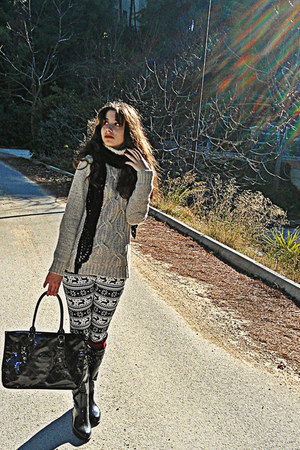 white deer jacquard romwe leggings - black boots - black H&M scarf