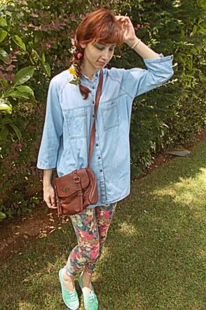 hot pink floral romwe leggings - sky blue denim shirt - brown Stradivarius bag