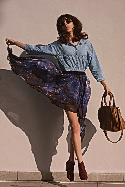 navy starry romwe skirt - burnt orange boots - sky blue denim shirt - bronze bag