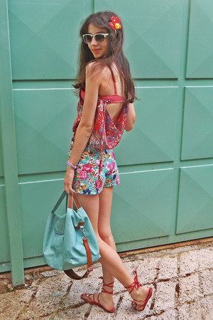 red floral threadsence blouse - aquamarine bag - aquamarine floral romwe shorts