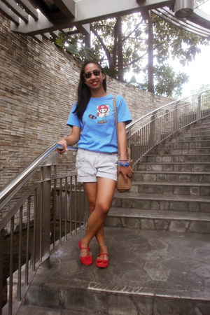 sky blue gifted t-shirt - camel satchel Parisian bag