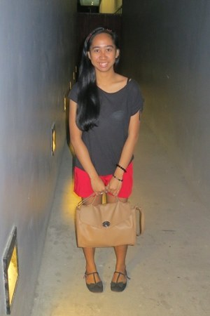 red shorts - camel satchel Parisian bag - dark gray banana republic top