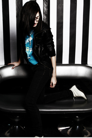 black say what jacket - blue American Apparel t-shirt - black Levis jeans - whit
