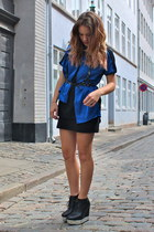 blue flowy Romwecom shirt - black acne wedges