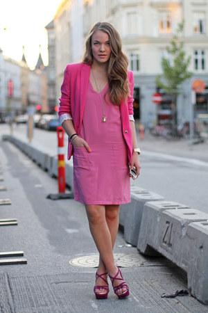 hot pink fitted Zara blazer - bubble gum sleeveless H&M dress