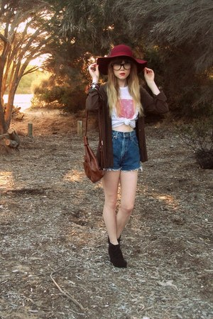 Tempt hat - thrifted bag - wwwwildheartsvintagecom shorts - wwwwildheartsvintage