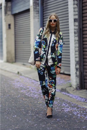white lucia Super sunglasses - dark green floral print H&M blazer