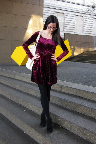 maroon crushed velvet Forever 21 dress - black HUE tights - beige Jcrew bag - bl