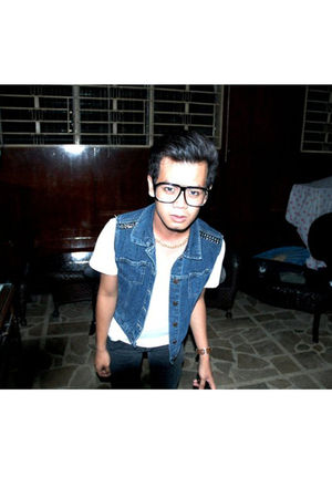 white shirt - blue vest - black jeans - gold necklace - black glasses