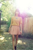 mustard top - turquoise blue necklace - light pink skirt