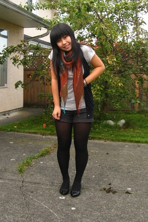 le chateau scarf - joe fresh style vest - H&M t-shirt - Hurley shorts - Claires