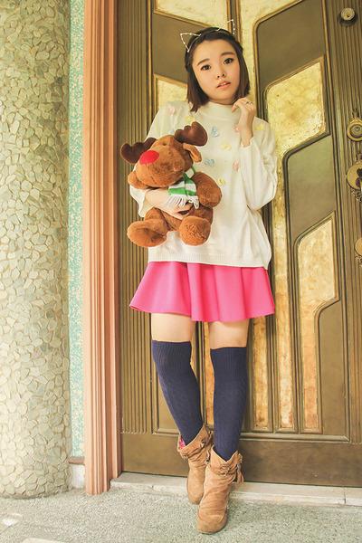 ivory vintage sweater - navy Forever 21 socks - hot pink eazy fashion skirt