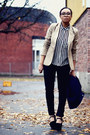 Black-whyred-jeans-tan-stradivarius-blazer-white-gina-tricot-blouse