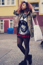 gray Missguided t-shirt - black Sheinside shoes - dark khaki H&M jacket