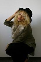 Stradivarius hat - faux fur H&M scarf