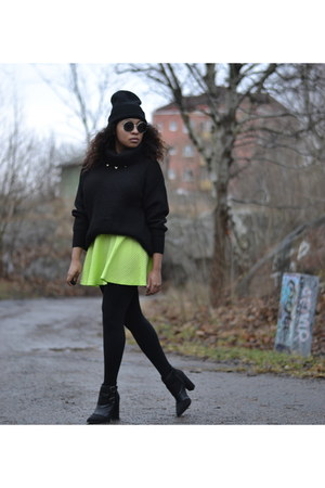chartreuse H&M skirt - black Nelly shoes - black GINA TRICOT jumper