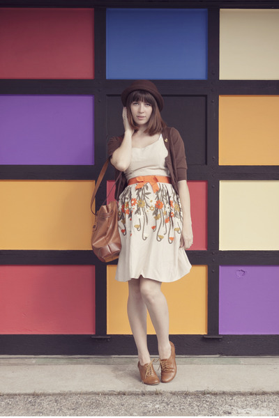 carrot orange high waisted dress - brown bowler hat hat - brown large bag