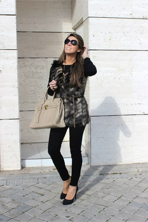 beige BLANCO purse - black Zara jeans - gold Sfera necklace